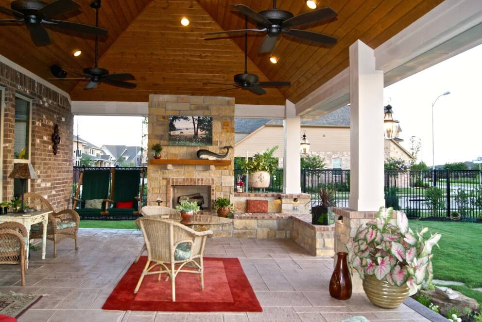 outdoor living with a vaulted ceiling
