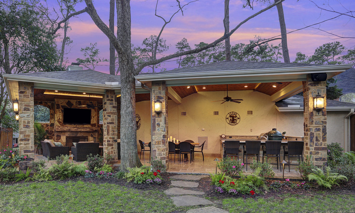 Outdoor living room and kitchen Houston