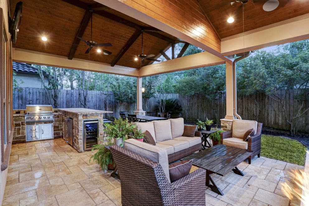 Outdoor living space with outdoor kitchen Houston