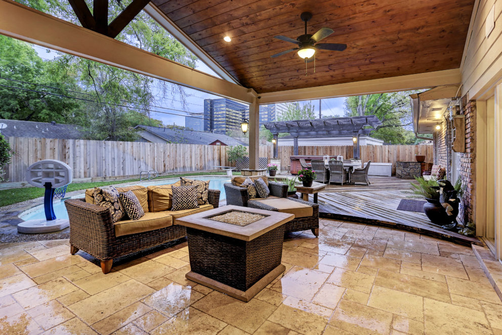 Outdoor Living Room in Walnut Bend Area - Houston - Texas ... on Outside Living Area id=78672